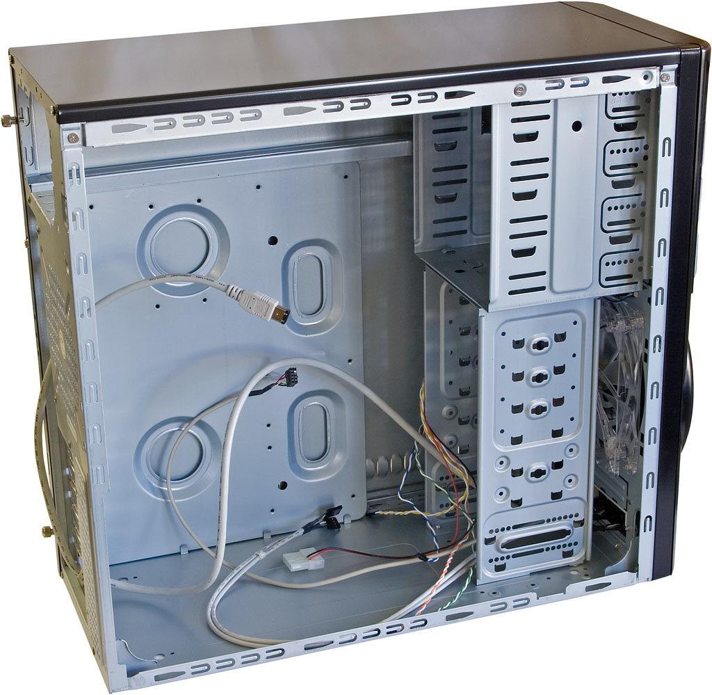 hoe zit een computer in elkaar - lege computer kast